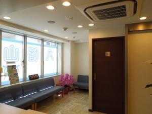 八幡山駅前眼科待合室