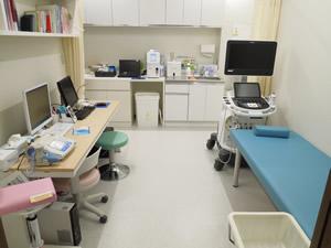 萩中ハートフルクリニック診察室