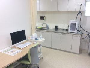にしやま皮フ科クリニック診察室